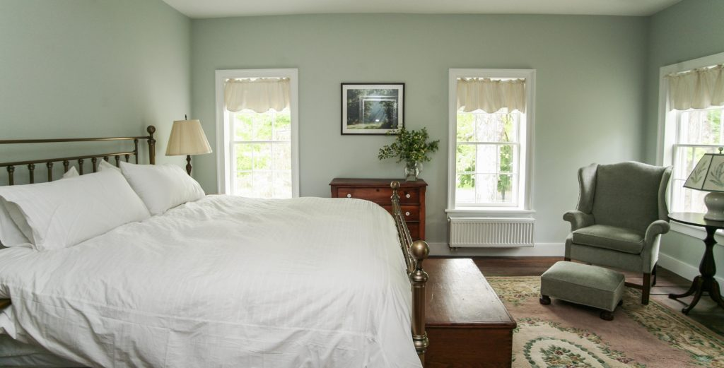 Van Volkenburgh Room at New Concord Bed and Breakfast