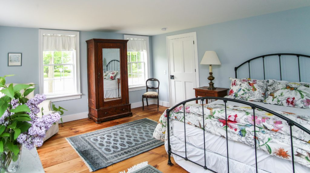 Lovejoy Room, New Concord Bed and Breakfast