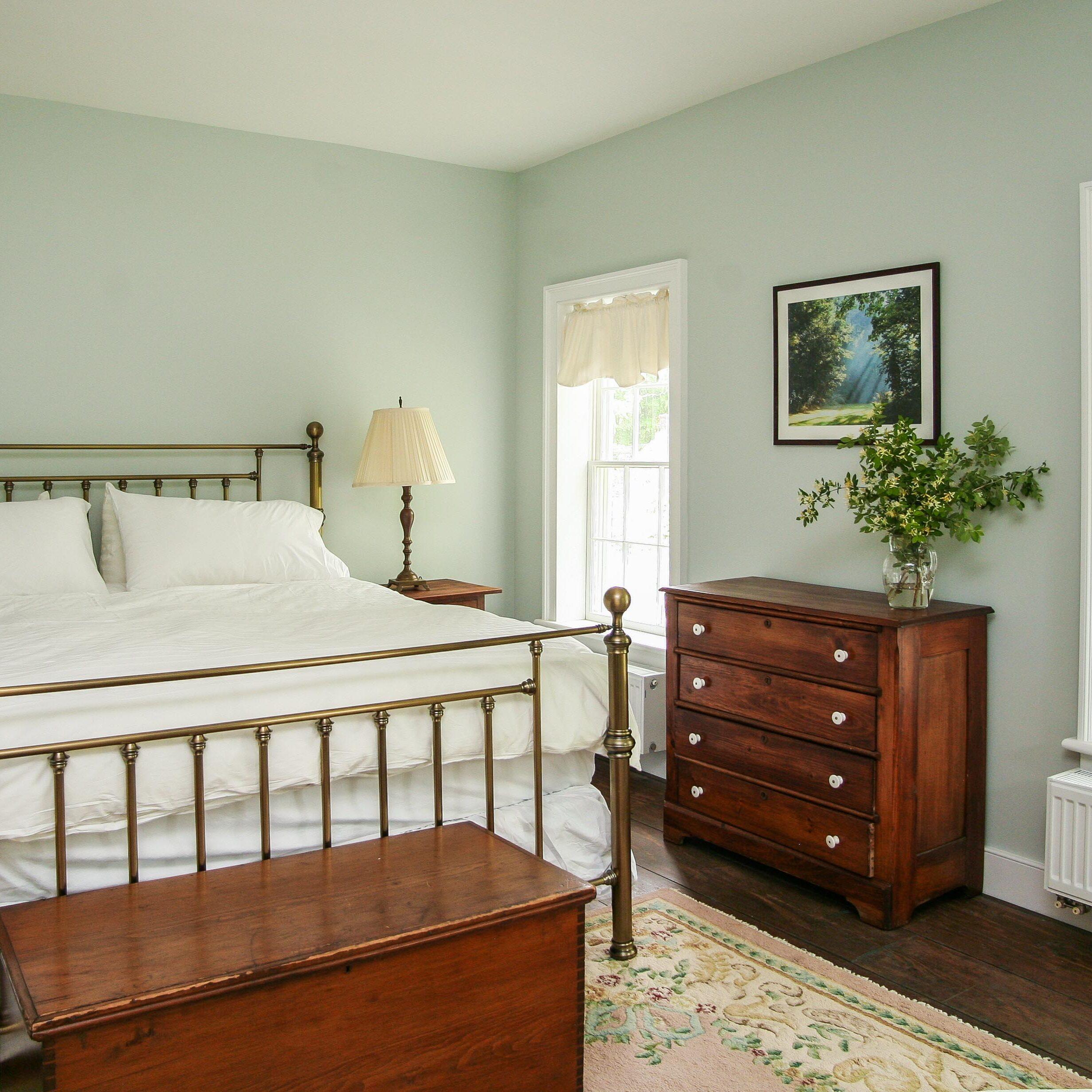 Van Volkenburgh Room at the New Concord Bed & Breakfast
